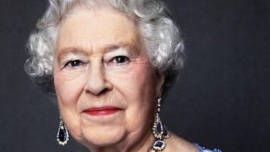Photo of Новые фото: королева в элегантном черном наряде попала в объективы папарацци